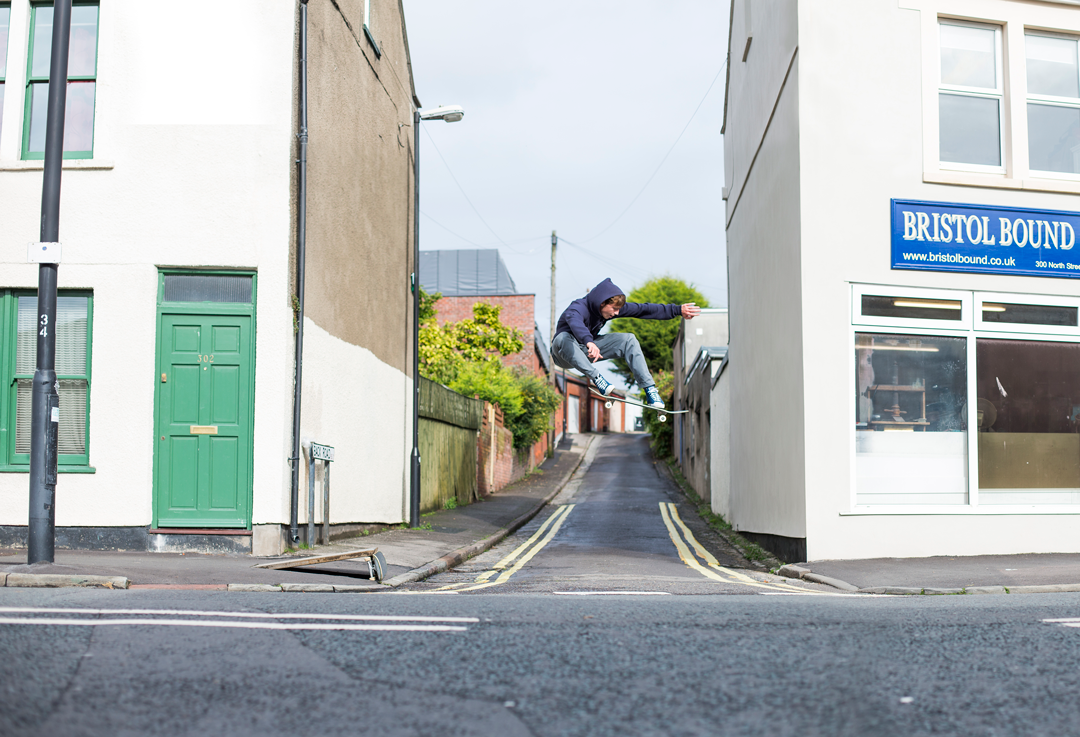 this lad can ollie pretty good